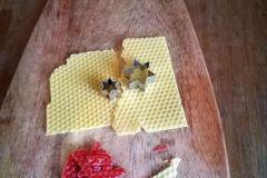 Vykrajování z včelího vosku