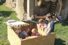 Příměstský tábor u Lysé n.L. - hry s králíčky