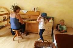 Klavír v herně dětské skupiny Jiřička